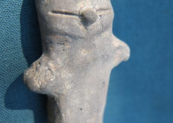 Fragment de idol antropomorf, provenind din aşezarea de la Limba-Oarda de Jos