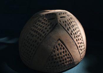 Capac de vas prosopomorf, provenind din aşezarea de la Limba-Oarda de Jos